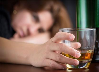 مخاطر شرب الكحول والإدمان عليه
