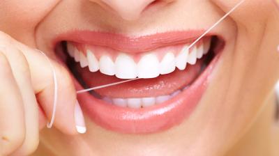 لا غنى عن خيط الأسنان الطبي يومياً!