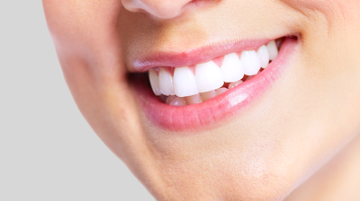 هل التركيبات على الاسنان ,تسبب رائحة فم كريهة ..؟