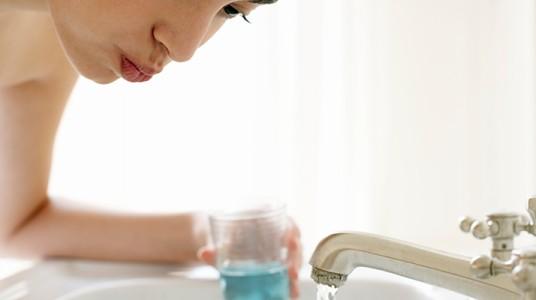 ضرورة استخدام غسول الفم عند بعض الأشخاص الذين يعانون من حالات خاصة