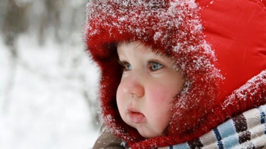 كيف  نجنب  الأطفال  برد  الشتاء