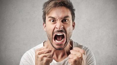 الاجهاد الصوتي والصراخ