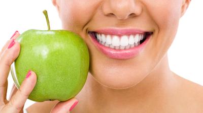 أهمية نوعية الغذاء مع العناية بالأسنان