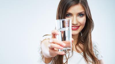 شرب الماء مهم لبشرتك