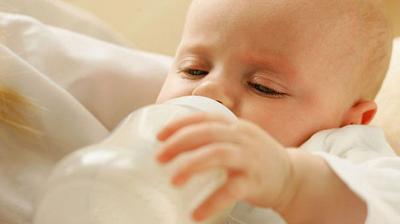 تأسيس الارضاع الوالدي في الاسبوعين الاوليين من الولادة