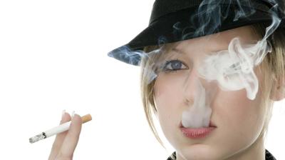 أضرار التدخين على صحة العين