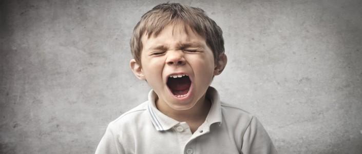 كيفية التعامل مع سلوك الطفل العنيد والمخرب