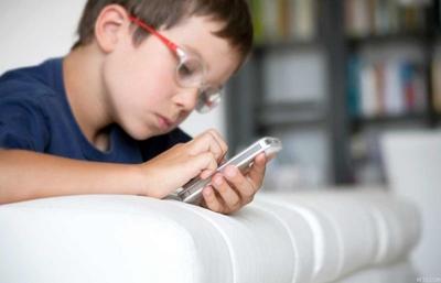 الهواتف الذكية وأثرها على الأطفال