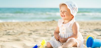 فوائد ومخاطر تعريض الطفل للشمس
