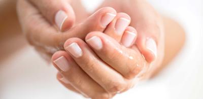 نصائح للحفاظ على صحة اليدين في فصل الشتاء