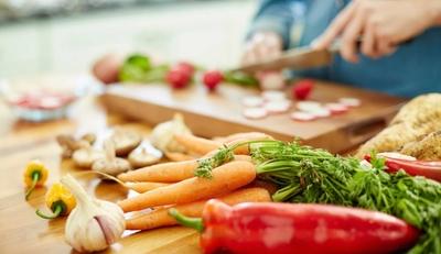 أمراض تنتقل عن طريق الطعام: يجب الحذر منها