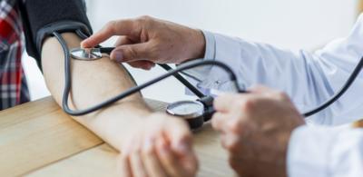 مخاطر انخفاض ضغط الدم وطرق الوقاية