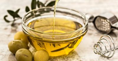 فوائد زيت الزيتون للبشرة والوجه والجلد