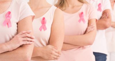 سرطان الثدي خرافات ومعتقدات خاطئة انفوجرافيك