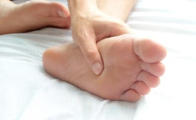 علاج برودة القدمين