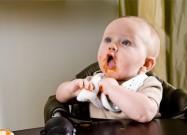 هل ارتجاع وتقيؤ الطفل حالة مرضية ؟