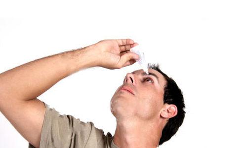 6 علاجات فعالة لجفاف العيون