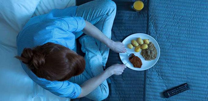ما يمكنك أكله وما لا يمكنك أكله قبل النوم