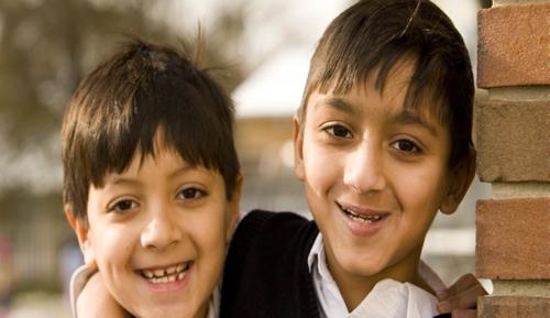 هل يعتبر بقاء الأطفال في المنزل وحدهم إهمالاً؟