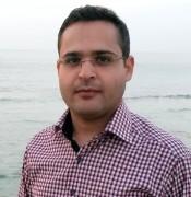 الدكتور احمد عودة