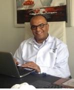 الدكتور ايمن زكريا الصمادي