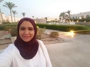 الدكتورة الصيدلانية نجلاء حسن