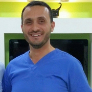 الدكتور محمد مقبل اخصائي في جراحة الفك والأسنان