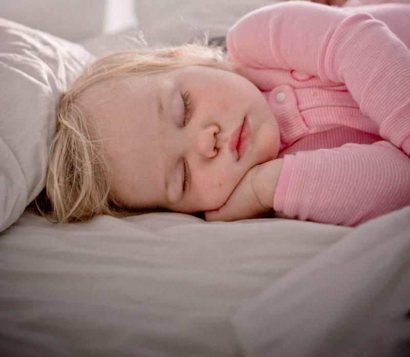 قلة النوم تؤثر على صحة الاطفال
