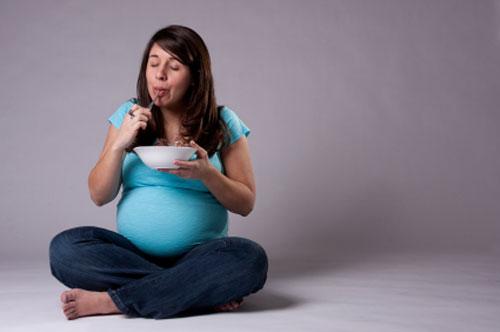 حالة نادرة تجعل إمرأة تبدو كالحامل بعد الأكل