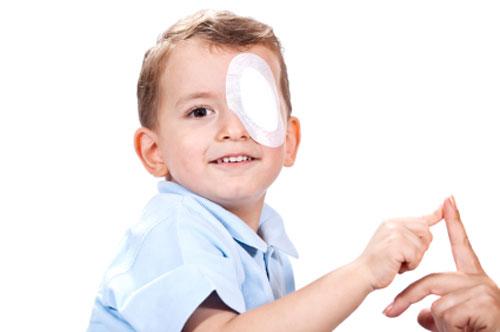 انسداد القنوات الدمعية قد يرتبط بالعين الكسولة لدى الاطفال