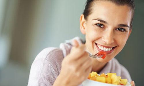 تناول الفاكهه يُقلل من المُضاعفات المؤثرة على العين لمرضى السكري