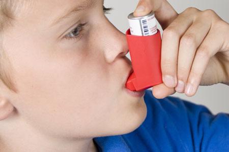 استخدام الطفل المُصاب بالربو للمُنشق يؤثر في نموه