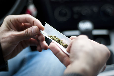 تعاطي الماريجوانا مرتبط باحتمالات اكبر للاصابة بسرطان الخصية