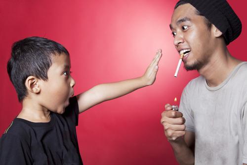 التدخين السلبي يزيد من العدوى لدى الأطفال