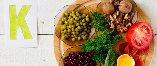 الفواكه والخضروات الغنية بفتامين k