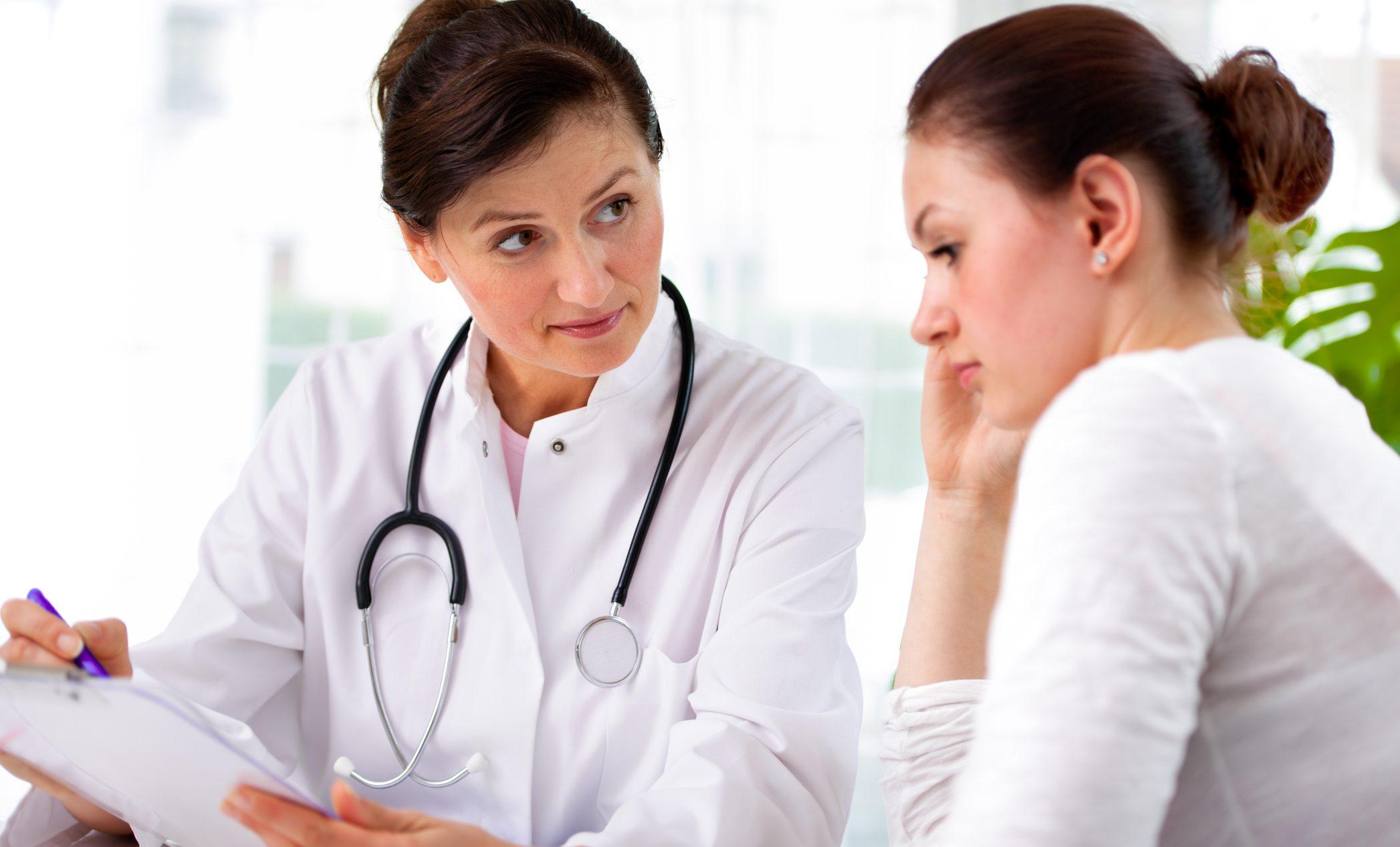 فرص نجاة امرأة من نوبة قلبية ترتفع إذا عالجتها طبيبة أنثى