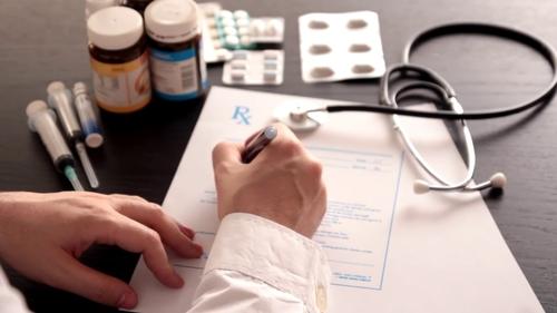ما هي اللعبة التسويقية خلف ارتفاع صرف الأدوية الأفيونية؟