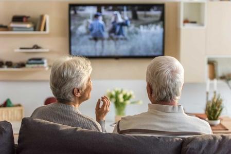 مشاهدة التلفاز كثيراً في منتصف العمر يمكن أن تسبب بعض أشكال فقدان الذاكرة