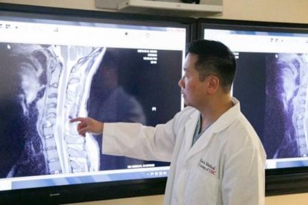 نجاح أول عملية لعلاج إنسان مشلول بالخلايا الجذعية