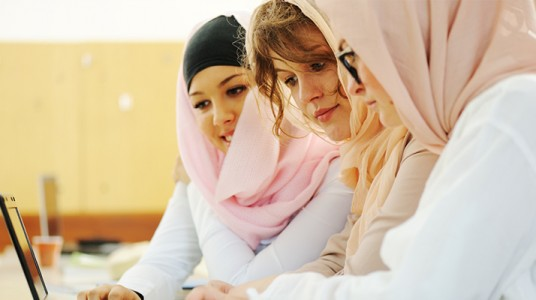 نقابة الأطباء ودورها في تعزيز استخدام اللغة العربية السليمة (الفصيحة)
