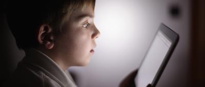 الأطفال و الشاشات الالكترونية ( screen time )