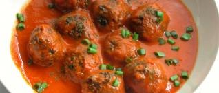وصفة افطار صحية: الكفتة بصلصة الطماطم