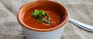 وصفة شوربة صحية: شوربة الطماطم والريحان للنباتيين