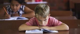 خوف الطفل من المدرسة مشكلة تحتاج علاج