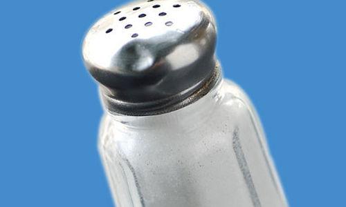 زيادة الملح في الطعام يزيد من مخاطر السكتة الدماغية