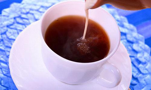 الحليب مع الشاي قد يمنع فقدان الوزن