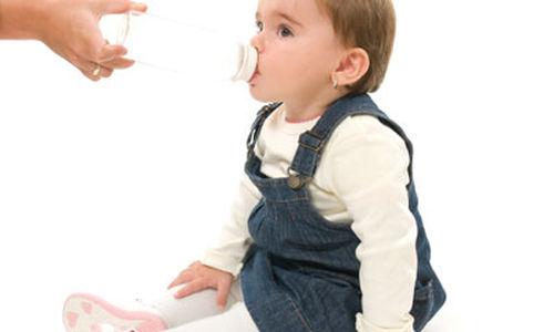استخدام زجاجة الحليب