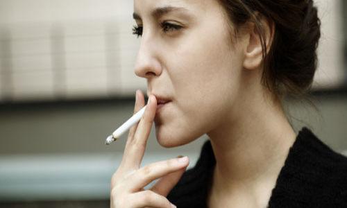 تدخين المرأة يزيد خطر الاصابة بأمراض الشريان الطرفية