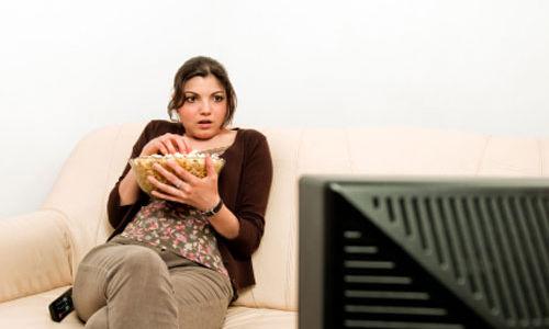 الجلوس لفترات طويلة يضاعف خطر الاصابة بجلطات في الرئتين