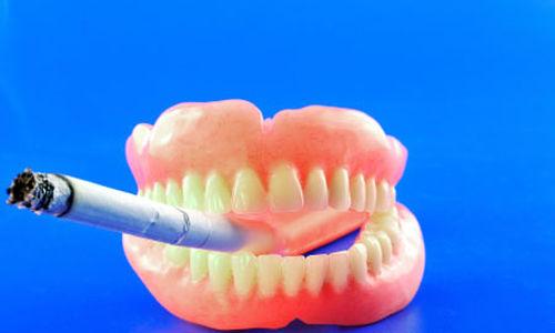 احصائيات: القليل من المدخنين يذهبون إلى طبيب الأسنان